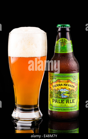 Sierra Nevada beer bottle and glass. Sierra Nevada's Pale Ale is the second best-selling craft beer in the United - Stock Photo