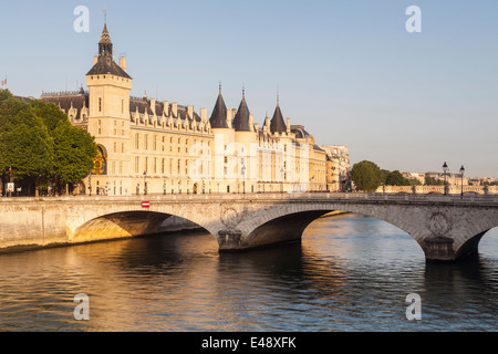 The Conciergerie is a former royal palace and prison in Paris, France. It is located on the west of the Ile de la - Stock Photo