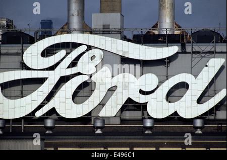 DAGENHAM, ENGLAND - CAR FACTORY - ENORMOUS BRAND NAME ON THE FORD FACTORY. PHOTO:JONATHAN EASTLAND/AJAX - Stock Photo