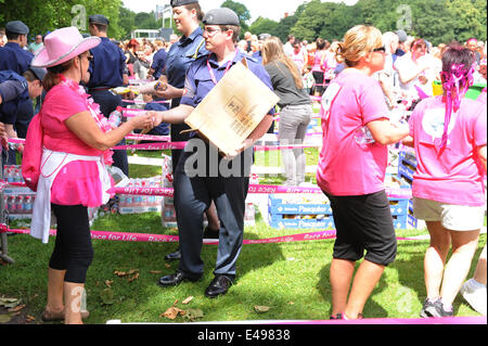 Liverpool, UK. Sunday 6th July 2014. Volunteer cadets pass out water and fruit to people finishing the race. Cancer - Stock Photo