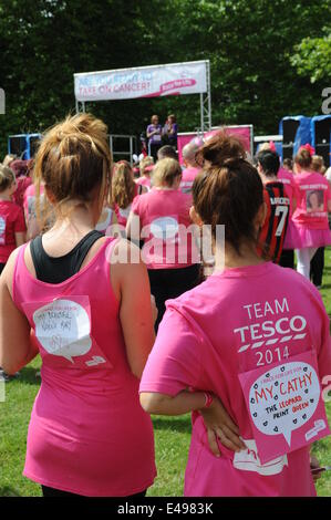 Liverpool, UK. Sunday 6th July 2014. Cancer dedications on the rear of two ladies shirts. Cancer Research UK's Race - Stock Photo
