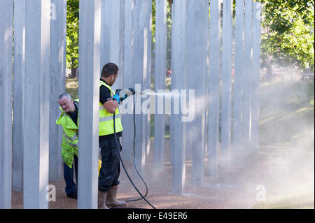 Hyde Park, London, UK. 7th July 2014. The 7/7 terrorist attack memorial in Hyde Park has been vandalised on the - Stock Photo