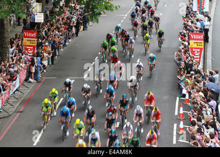 London, UK, 7th July 2014. Tour de France passes under Waterloo Bridge in London on Stage Three of the tour. © WFPA/Alamy - Stock Photo