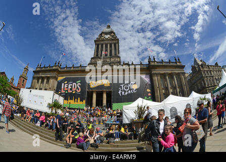 spectators watching the start of the tour de france on the steps of leeds town hall Yorkshire United Kingdom - Stock Photo
