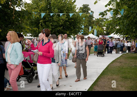 Hampton Court, London, UK. 8th July 2014.  Crowds at RHS Hampton Court Flower Show 2014 Credit:  Keith Larby/Alamy - Stock Photo
