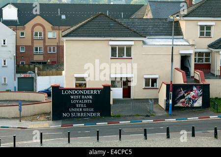 Loyalist mural in Londonderry, Northern Ireland, United Kingdom: West Bank - Loyalists-Still Under Siege- No Surrender. - Stock Photo