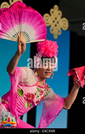 A Chinese female impersonation dancer on stage - USA - Stock Photo