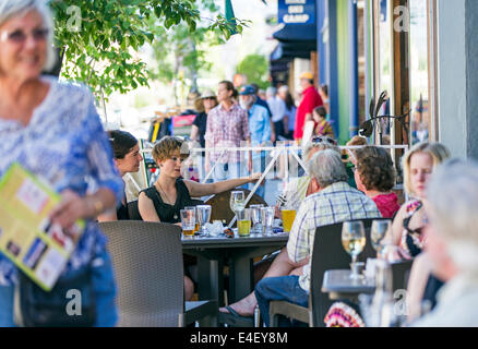 Visitors enjoying food & drink at Currents cafe during the annual small town ArtWalk Festival - Stock Photo
