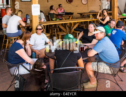 Visitors enjoying food & drink at Benson's Tavern & Beer Garden, an outdoor cafe, during the annual small town ArtWalk - Stock Photo