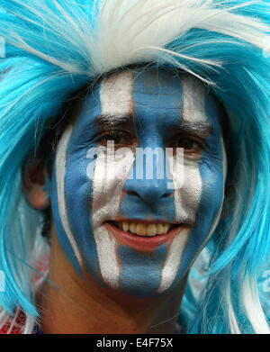 Sao Paulo, Brazil. 9th July, 2014. An Argentina's fan with his face painted cheers for his team in the 2014 FIFA - Stock Photo