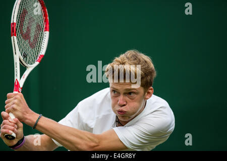 Wimbledon Tennis 2014 Boys' Doubles Final - Court 18  ORLANDO LUZ (BRA) & MARCELO ZORMANN (BRA) v STEFAN KOZLOV - Stock Photo