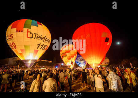 Barcelona, Catalonia, Spain. 12th July, 2014. Thousands enjoy the glowing Hot air balloons in the night of Igualada - Stock Photo