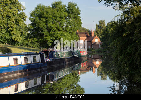 Narrowboats at Braunston on the Grand Union canal.  Braunston, Northamptonshire, England - Stock Photo