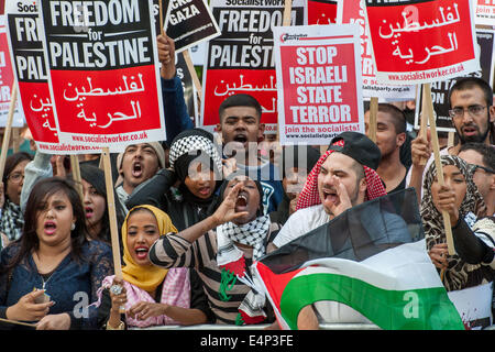 London, UK. 15th July, 2014. Thousands of pro-Palestinian protesters gather opposite the BBC's Broadcasting House - Stock Photo
