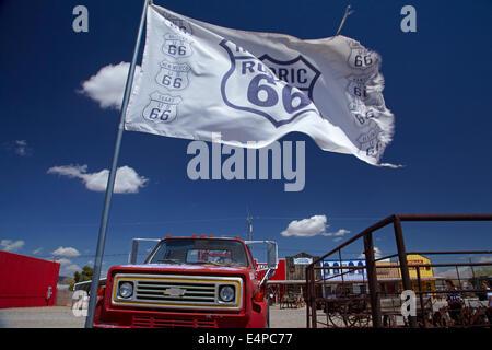 Chevrolet tow truck and giant Route 66 flag, Seligman, Historic U.S. Route 66, Arizona, USA - Stock Photo