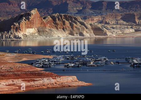Lake Powell and houseboats at Wahweap Marina, Wahweap, near Page, Arizona, (far shoreline and rock formations are in Utah), USA
