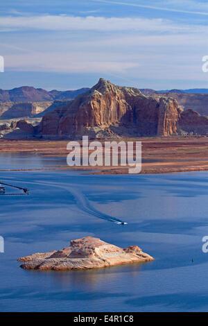 Boats on Lake Powell at Wahweap, near Page, Arizona, (far shoreline is in Utah), USA - Stock Photo
