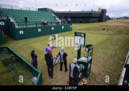 Royal Liverpool Golf Club, Hoylake, UK. 16th July, 2014. The Open Final Practise Day. Teeing off on the 1st hole. - Stock Photo