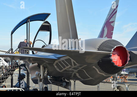 Farnborough, Hampshire, UK. 16th July, 2014. Visitors to the 2014 Farnborough Airshow were disappointed to find - Stock Photo