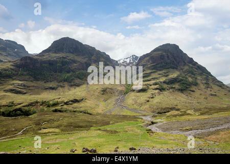 View up Coire nan Lochan to Stob Coire nan Lochan with Gearr Aonach and Aonach Dubh in Bidean nam Bian massif. Glen - Stock Photo