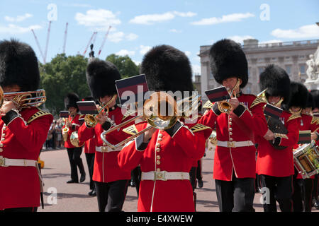 The Band of the Coldstream Guards marching away from  Buckingham Palace down the Mall.Coldstream Guards, Band, Musicians, - Stock Photo