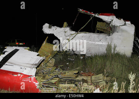 Donetsk region, Ukraine. 17th July, 2014. Photo taken on July 17, 2014 shows the debris at the crash site of a passenger - Stock Photo