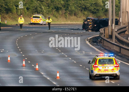 Between Junctions 2-3, M40 Motorway, Buckinghamshire, UK. 18th July, 2014. Wreckage of 3 car collision that closed - Stock Photo