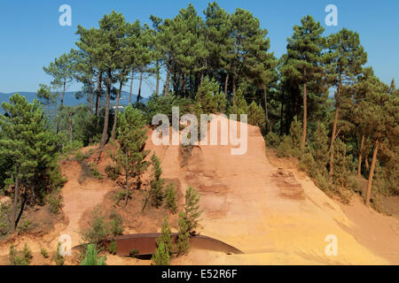 Path of the Ochres in Roussillon, Luberon, Provence, France. - Stock Photo