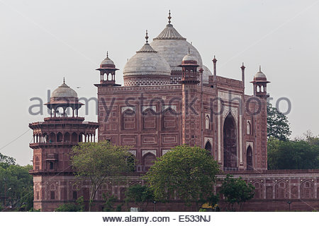 The Jawab at the Taj Mahal as seen from across the Yamuna River, Agra, Indai - Stock Photo