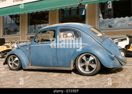 vw beetle cal look California looker style custom car cars customized derelict rat rod - Stock Photo