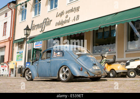 vw beetle cal look California looker style custom car cars customized derelict rat rod - Stock Photo