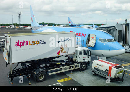 Thomson Inflight Meals >> LSG Sky Chefs airline catering truck airside at McCarran Stock Photo: 34335406 - Alamy