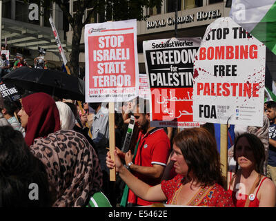 Thousands of pro-Palestinian protesters gather opposite the Israeli Embassy in London.  July 2014 - Stock Photo