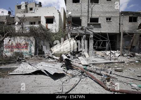 Gaza City, Gaza Strip, Palestine. 20th July, 2014. Ash Shuja'iyeh neighborhood after the area was heavily bombed - Stock Photo