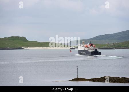 Caledonian MacBrayne car ferry 'Clansman' navigates Castlebay, Barra at the start of its crossing to Oban - Stock Photo