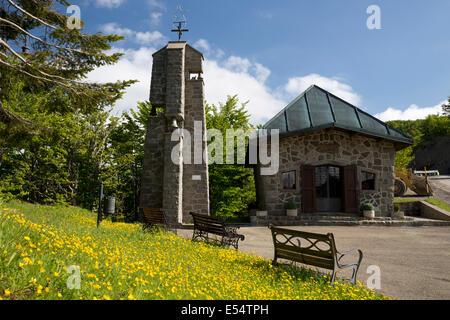 Chapel at the summit of Passo della Radici, near San Pellegrino in Alpe, Garfagnana, Emilia Romagna, Italy - Stock Photo