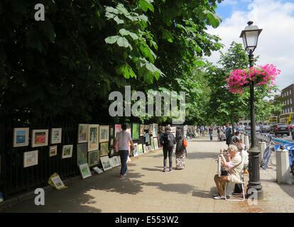 ARTISTS DISPLAY along St. Stephen's Green, Dublin, Ireland - Stock Photo