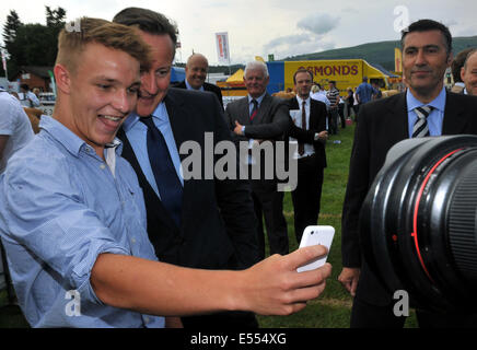 Llanelwydd, Builth Wells, Powys, Wales, UK. 21st July, 2014. Prime Minister David Cameron joins in on a selfie with - Stock Photo