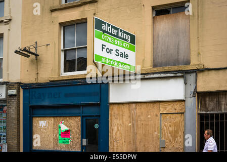 Boarded up commercial premises for sale in UK - Stock Photo