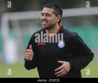 Buenos Aires, Argentina. 21st July, 2014. Juan Roman Riquelme takes part in his first training session with the - Stock Photo