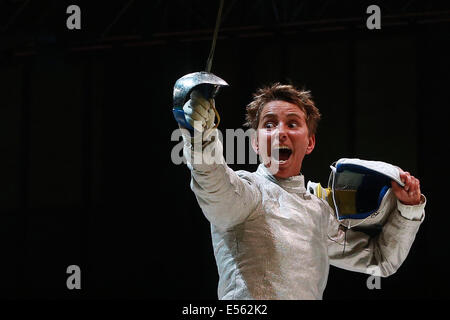 Kazan, Russia. 21st July, 2014. Italy's Ilaria Bianco reacts in the semifinal women's sabre team event at the 2014 - Stock Photo