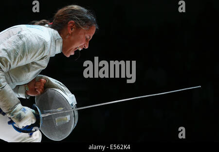 Kazan, Russia. 21st July, 2014. Italy's Irene Vecchi reacts in the semifinal women's sabre team event at the 2014 - Stock Photo
