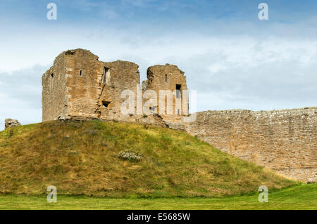 DUFFUS CASTLE AND MOTTE WITH WALL NEAR ELGIN MORAY SCOTLAND - Stock Photo