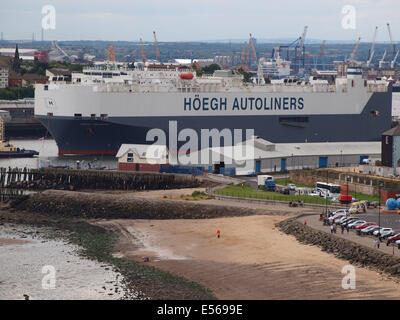 The 58684ton 'Hoegh Treasure'  leaving the port of Tyne from the Nissan car terminal and sailing  into the  North - Stock Photo