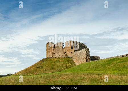 DUFFUS CASTLE THE MOTTE AND REMAINS OF THE BAILEY WALL NEAR ELGIN MORAY SCOTLAND - Stock Photo