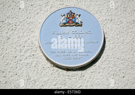 Blue plaque on the family childhood home of author William Golding, Marlborough.  Wiltshire, England - Stock Photo