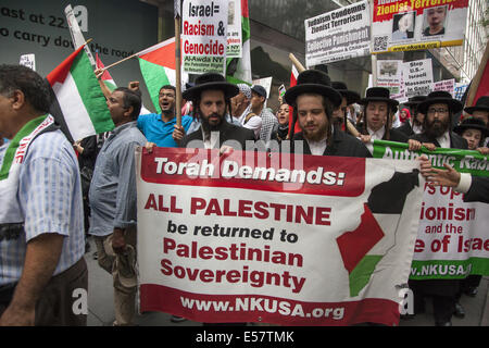 Large pro-Palestinian, anti-Israeli rally near the Israeli Consulate in New York City. Group then marched thru midtown - Stock Photo
