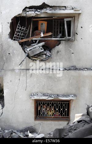 Gaza City, Gaza Strip. 22nd July, 2014. The Al Aqsa Martyr Mosque in Al Daraj neighborhood in Gaza City was hit - Stock Photo