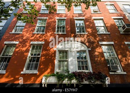 New York, NY 15 July 2014 - MacDougal Street side of the MacDougal Sullivan Street gardens ©Stacy Walsh Rosenstock/Alamy - Stock Photo