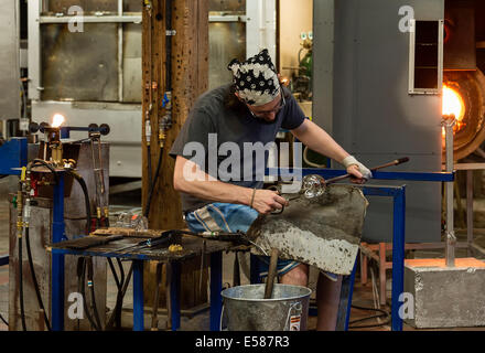 Glass artisan working with molten glass, Vermont, USA - Stock Photo